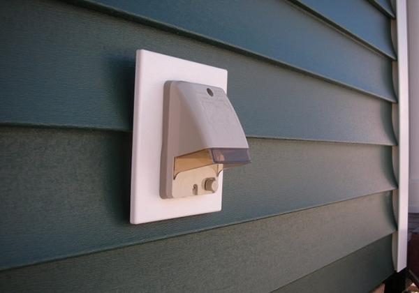 屋外防水コンセント