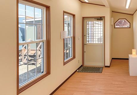 入り口横スペースは仕切るとトイレやロッカールームに使用できます。(1)