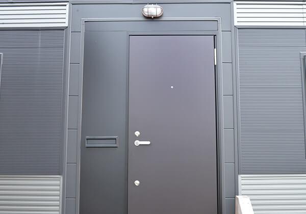 ポスト付玄関ドア標準装備