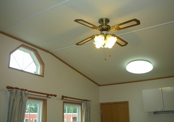 ドーマー窓からの明かりシーリングの明かり
