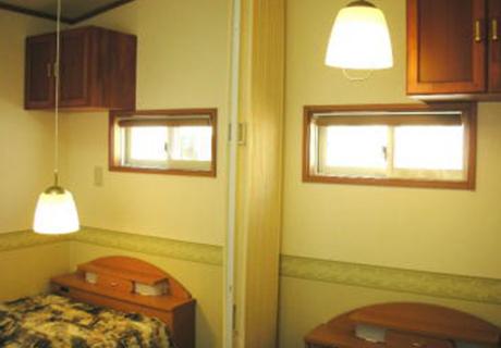 ゆっくり休める寝室を確保(高さフリー照明)