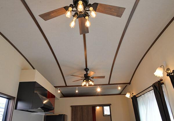 曲面を持つハイ天井はノスタルジアデザイン