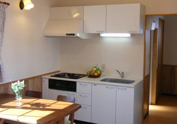 180cmのキッチンお洒落な「白」採用