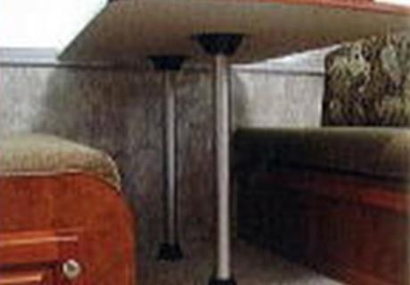 細部にもこだわった家具を配置。座り心地の良いソファ。