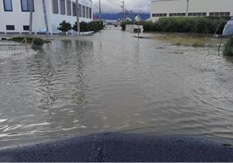 10月13日午前7時半 TVニュースで河川決壊を知り豊野工場に駆け付けたが既に1m以上浸水