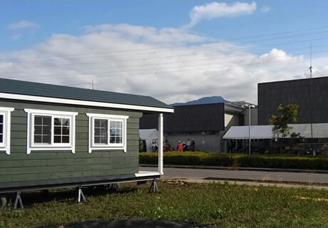 発災5日目(10月18日)ボランティアセンター設置。10月の夕方は寒い。向のテントが受付