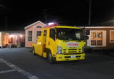 災害救助法の適応を受け高速道路管理者から許可。高速道路輸送を行う。