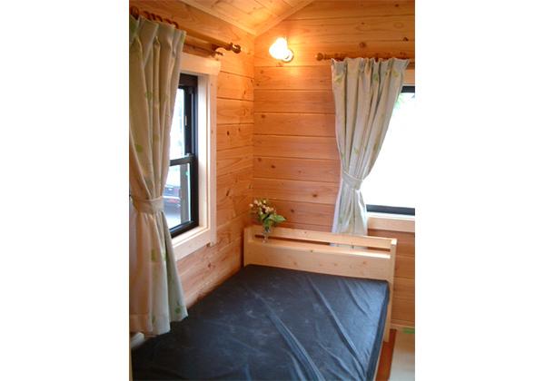 寝室に収納付シングルベッド2台