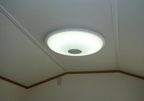 LEDライトは40Wクラス照度調整100%・50%・常夜灯